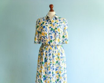 Vintage 80s floral dress / summer day dress / white blue green  yellow / buttoned top / short sleeve / low waist / pleated / long / medium