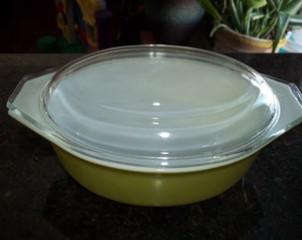 Pyrex 043 Green Verde  Casserole/Serving Dish  for Baking with Pyrex Lid