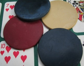 Vintage Poker Chip Collection.  10 Clay, Plastic, Cardboard and Tupperware Poker Chips.  Y-076
