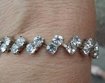 Vintage Silver Tone Rhinestone Bracelet 1950s Simple Bridal/Wedding Clear Sparkly Zig Zag
