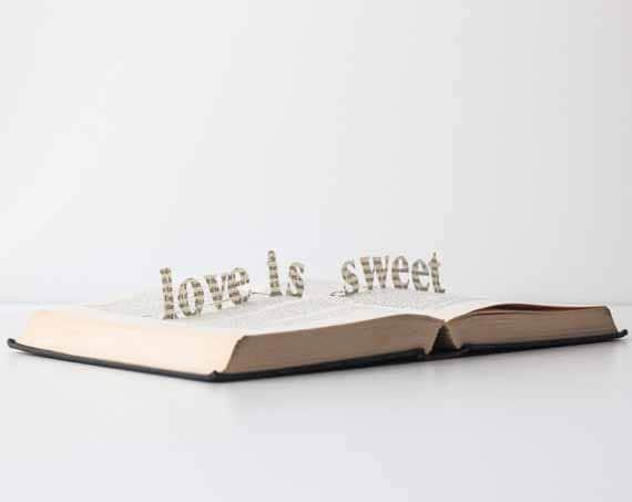 Love is sweet - Vintage Book Pop Up