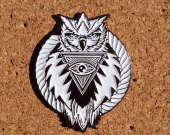 Glowing Owlsly pin