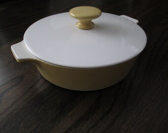 Vintage Corning Ware 1 qt. covered casserole.  Mid century modern, Eames era.   1960s. Gold.