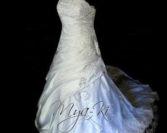 Beautifull Sweatheart neckline A-Line wedding dress gown (MKB53)