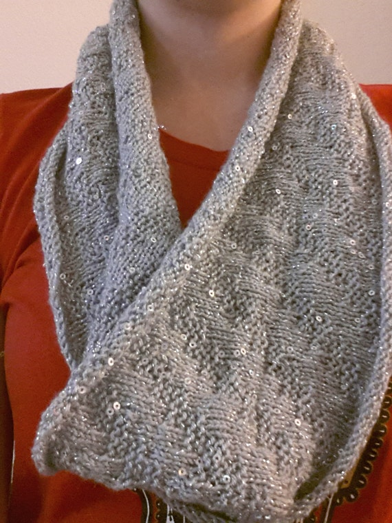 Zigzag Knitting Pattern : Knitting Pattern Sparkle Zig Zag Cowl with Sequins