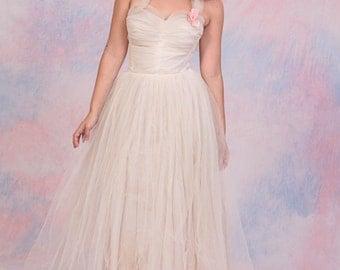 Vintage 1950's Cream Ivory Halter Sweetheart Neckline Tulle Prom Bridal Dress Full Skirt w/ Flower Pin Sz XS