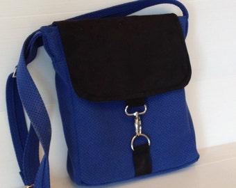 vegan black blue messenger bag, navy blue black bag,  outside pocket bag, cross body bag, over the shoulder bag,  city bag, vegan bag