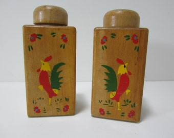 Wood Salt and Pepper Shakers, with Painted Roosters, Made in Japan, Mid Century Rooster Salt and Pepper Shakers, Wood Salt and Pepper