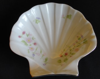 """Vintage Porcelain Shell Dish - White, beautiful hand painted flowers, strawberries & grapes in pastel pinks and lavenders, gold edge """"Japan"""""""