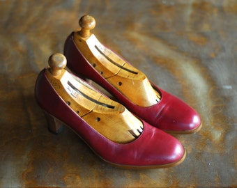 vintage 1970s shoes / 70s oxblood leather heels / size 7