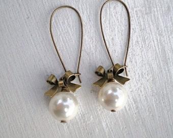 Pearl Earrings/Cream Pearl Earrings/Bow Earrings/Gifts For Her/Bridesmaid Earrings/Ecru Earrings/Classic Pearl Earrings/Gifts For Her