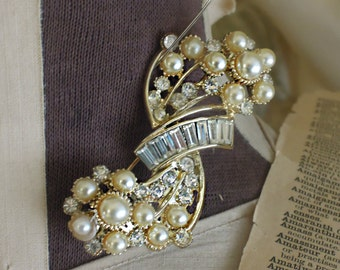 Vintage Brooch / Rhinestones and Faux Pearls / Signed Top