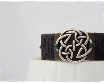 Knotwork Cuff, Celtic Leather Bracelet, Men's Leather Cuff, Pagan Bracelet, Leather Celtic Bracelet, Forest Norse Bracelet, LARP Viking Cuff