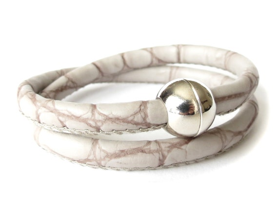 Vegan leather wrap bracelet / choker necklace in grey snake with silver plated magnetic clasp, jewelry for women