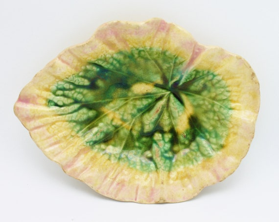 Majolica Etruscan Antique Begonia Leaf Dish Griffen Smith and Hill
