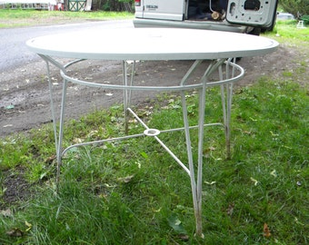 good shape clean vintage heavy duty iron and mesh mid century SALTERINI russel WOODARD PATIO table  pick up only