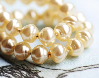 Ivory Cream Faux pearls, czech glass beads, round, snail, Baroque - 6mm - 30Pc - 0747
