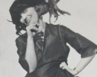 vintage photo femme assise noir et blanc par oregonroguevintage. Black Bedroom Furniture Sets. Home Design Ideas