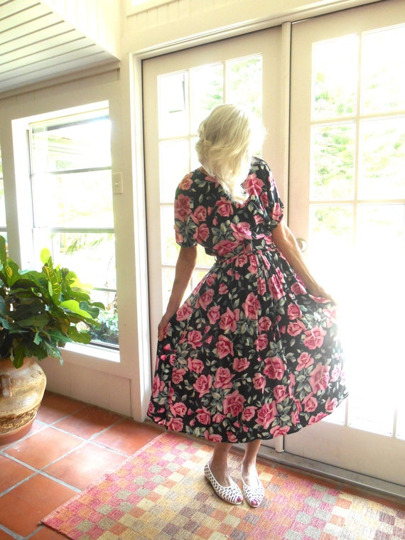 RESERVED Beautiful vintage rose floral dress from the 1980's: medium, large