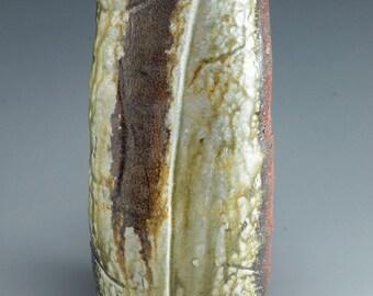 Shigaraki, anagama, ten-day anagama wood firing, with natural ash deposits flower vase. hana-55
