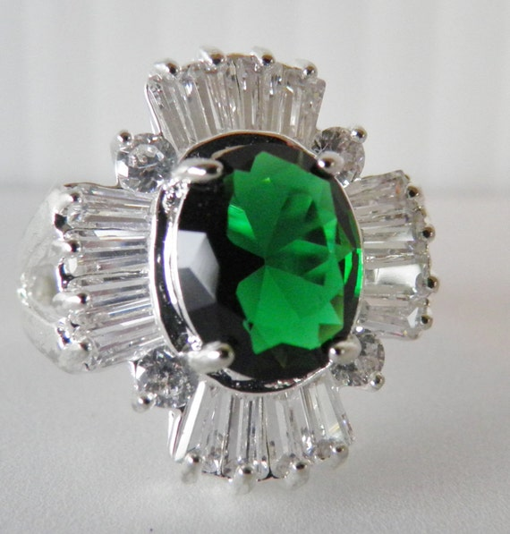 spectacular faux emerald and coctail ring marked 925