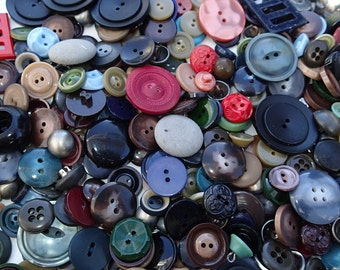 1 lb Vintage Grab Bag of Buttons 3D
