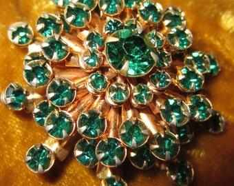 Green Rhinestone Starburst Brooch on Goldtone - Lovely Vintage 1950s Round Sparkling Pin