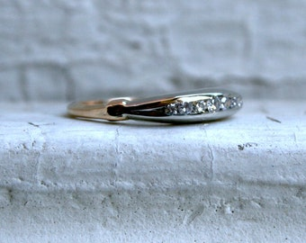 Art Deco Vintage 14K Yellow Gold Diamond Wedding Band.