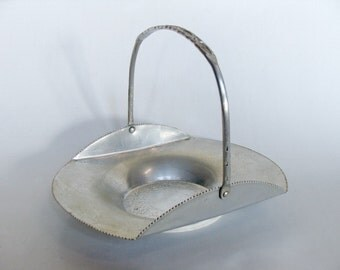 Hand Wrought Aluminum Basket Tray Dish with Handle, Decorative Basket, Made in Japan