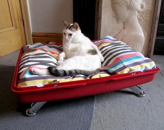 Vintage Suitcase Pet Bed (Lid)