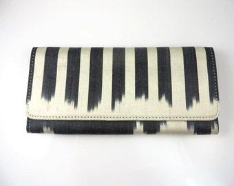 SALE/Ikat Clutch/Black/Off White/Beige/Medium Clutch/9x4/