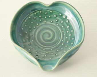IN STOCK, Green Heart Spoon Rest, Stoneware Decorated Spoon Holder, Spoon Holder
