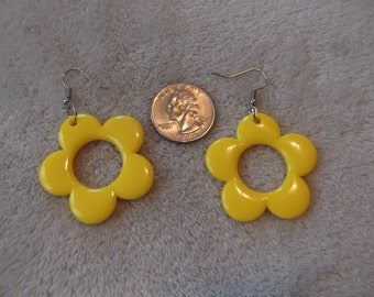 Vtg Retro Pierced Earrings- Lemon Yellow Flowers-R2823