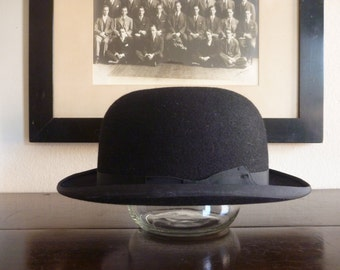 MINT CONDITION Vintage Bate's Hatters Black Bowler Hat US 7 1/4, Metric 59 cm.  Made in England.