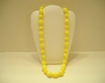 """Vintage 24"""" Yellow Plastic Beaded Necklace (1563) Hong Kong"""