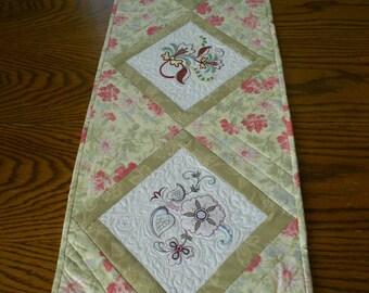 Table Runner/ Floral Table Runner/ Spring Table Runner/ Spring Decor