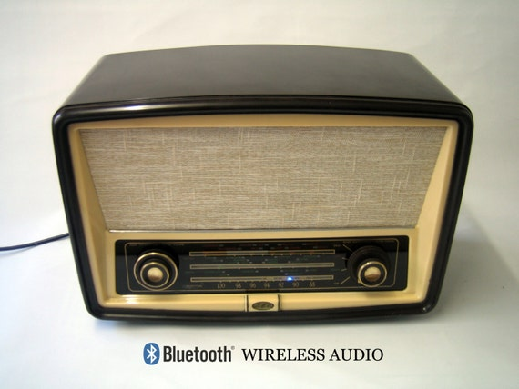bluetooth wireless speaker repurposed bakelite vintage radio. Black Bedroom Furniture Sets. Home Design Ideas