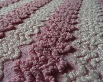 "SALE...Pink Vintage Cabin Crafts Needletuft Zigzag Chenille Bedspread Fabric piece... 24.5 x 29"""