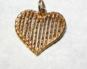 14k Yellow Gold Large Heart Pendant Charm with Vertical Lines - Weight 2.6 Grams