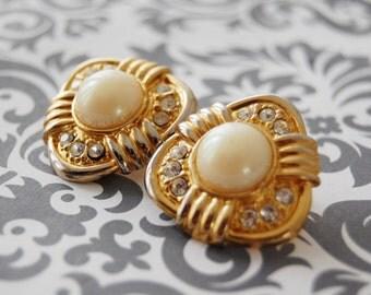 Stunning Vintage Haute Couture RUNWAY Rhinestone Pearl Regal Earrings
