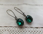 Vintage Emerald Green Crystal Old Rhinestone Rich Sparkly Gorgeous Brass Kidney Ear wires Paris Romantic Wedding Old Crystals
