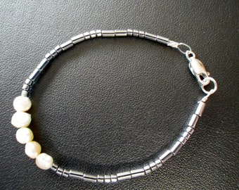 "Hematite & Fresh Water Pearls 6"" Bracelet"