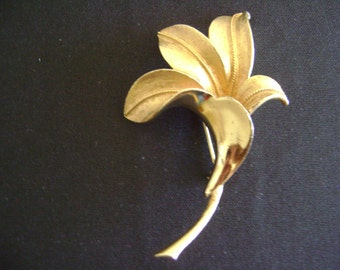 Coro Gold Tone Etched Flower Brooch