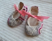 Newborn/ baby girl booties/ shoes- Grey and pink floral/ damask girl booties- size 3-9 mos