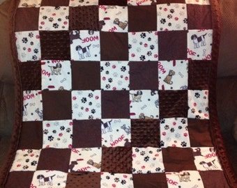 "Dog Quilt - Dogs and Paws ""Woof"""