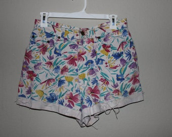 90s sport high waisted floral shorts