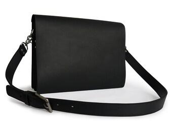 Mens Matte Oil-tanned Leather Messenger Bag/Laptop Bag in Black