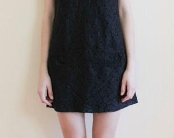 Black LACE MINI DRESS/Gorgeous Vintage sleeveless shift dress
