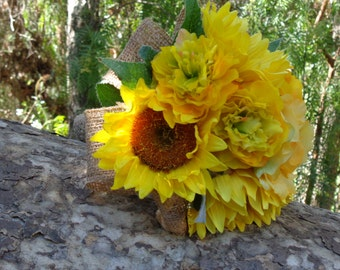Bridesmaid bouquet in sunflowers and burlap