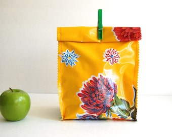 Oil cloth lunch bag in yellow mums